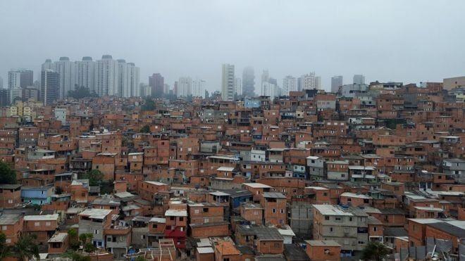 Especialistas da ONU dizem que pobres estão sofrendo mais com cortes em gastos do governo (Foto: BBC News)