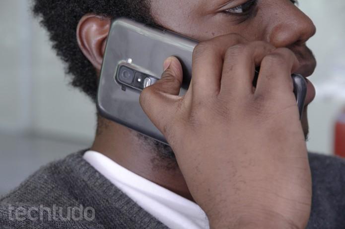 Homem-arrumado-telefone (Foto: TechTudo)