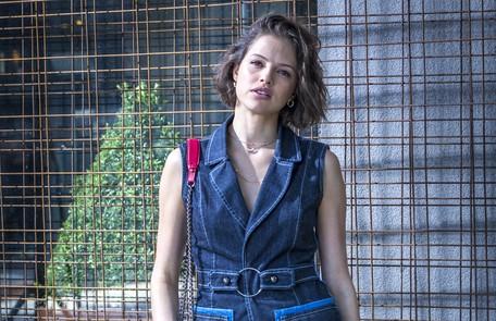 Na terça (28), Josiane, já adulta, conhecerá Régis (Reynaldo Gianecchini) num leilão e o beijará Rede Globo / Paulo Belote