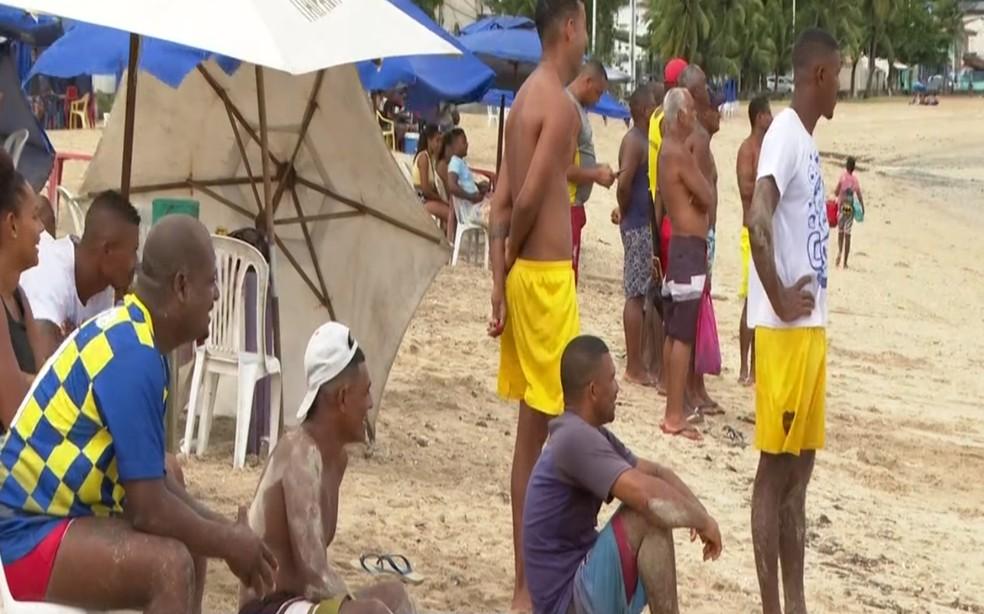 Banhistas e vendedores utilizaram praias de Salvador no final de semana, mesmo com proibição — Foto: Reprodução/TV Bahia