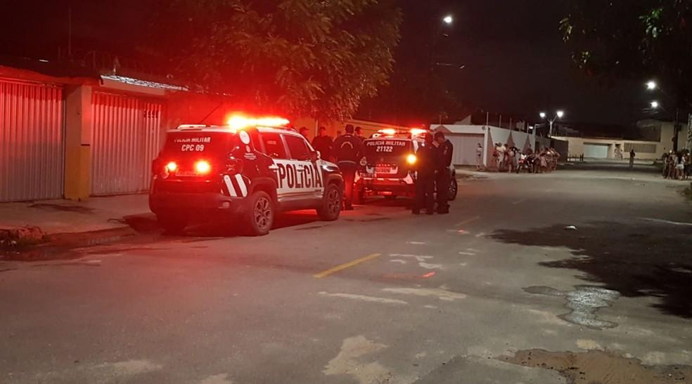 Policial Militar atirou na própria mulher. Caso foi registrado no Bairro Montese. — Foto: Rafaela Duarte/TV Diário