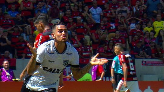 """Em alta no Ceará e fora do jogo de segunda, Leandro Carvalho prevê volta """"mais confiante"""" ao Botafogo"""