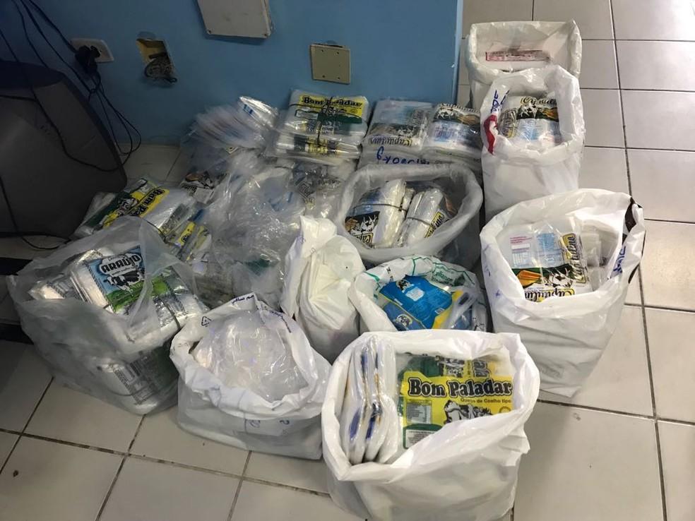 Embalagens falsificadas foram apreendidas pela polícia durante operação de combate a venda de queijo coalho irregular, no Recife — Foto: Paulo César/Polícia Civil