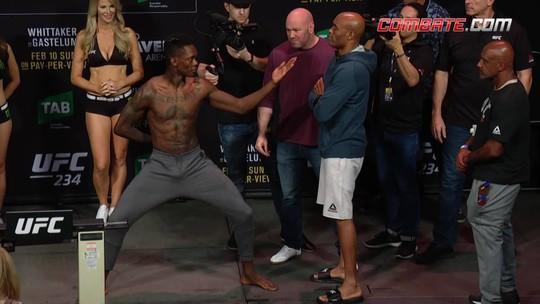Israel Adesanya e Anderson Silva fazem a encarada pelo peso médio no UFC 234