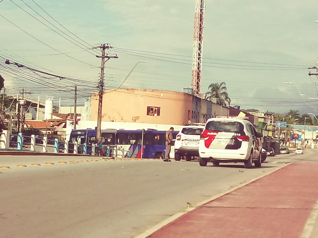 Três são presos por furto após perseguição policial em Caraguatatuba