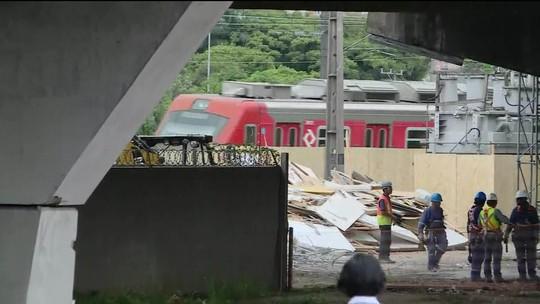 Após teste, circulação de trem ao lado de viaduto que cedeu na Marginal Pinheiros é liberada