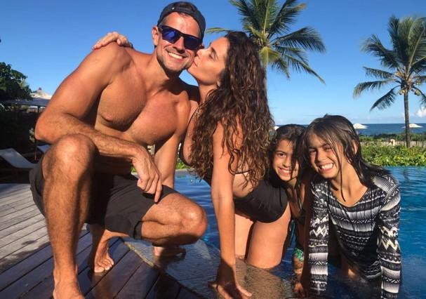 Giovanna Antonelli, o marido e as filhas (Foto: Reprodução)
