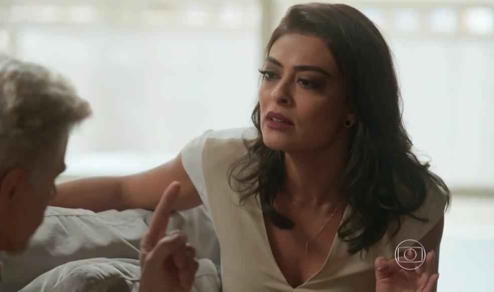 Carolina (Juliana Paes) descobre segredo de Arthur (Fabio Assunção), em 'Totalmente Demais' — Foto: Globo