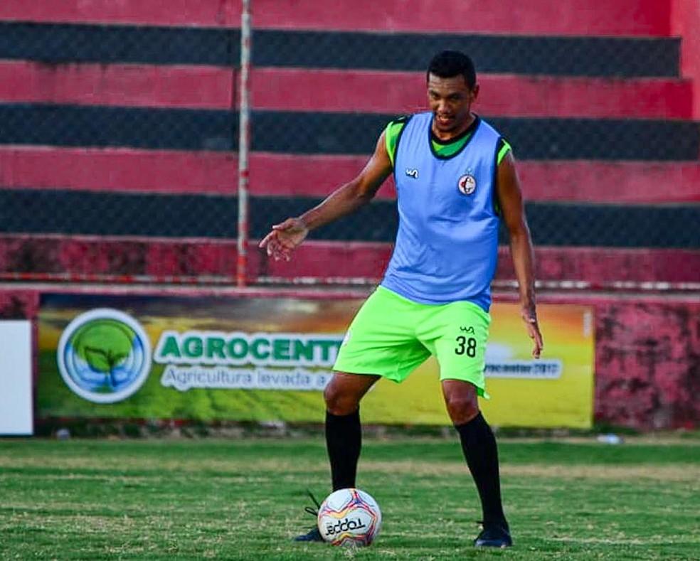 Anderson Schmoeller é o mais novo zagueiro do Nacional Atlético Clube — Foto: Samy Oliveira / Campinense
