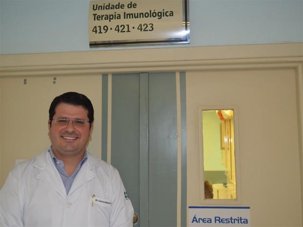 O endocrinologista Carlos Eduardo Barra Couri acompanha os pacientes que tratam o diabetes tipo 1 no HC de Ribeirão Preto (Foto: Adriano Oliveira/G1)