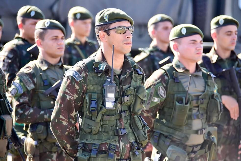 Militares das Forças Armadas são distribuídos para reforçar segurança nas eleições no RN — Foto: Pedro Vitorino