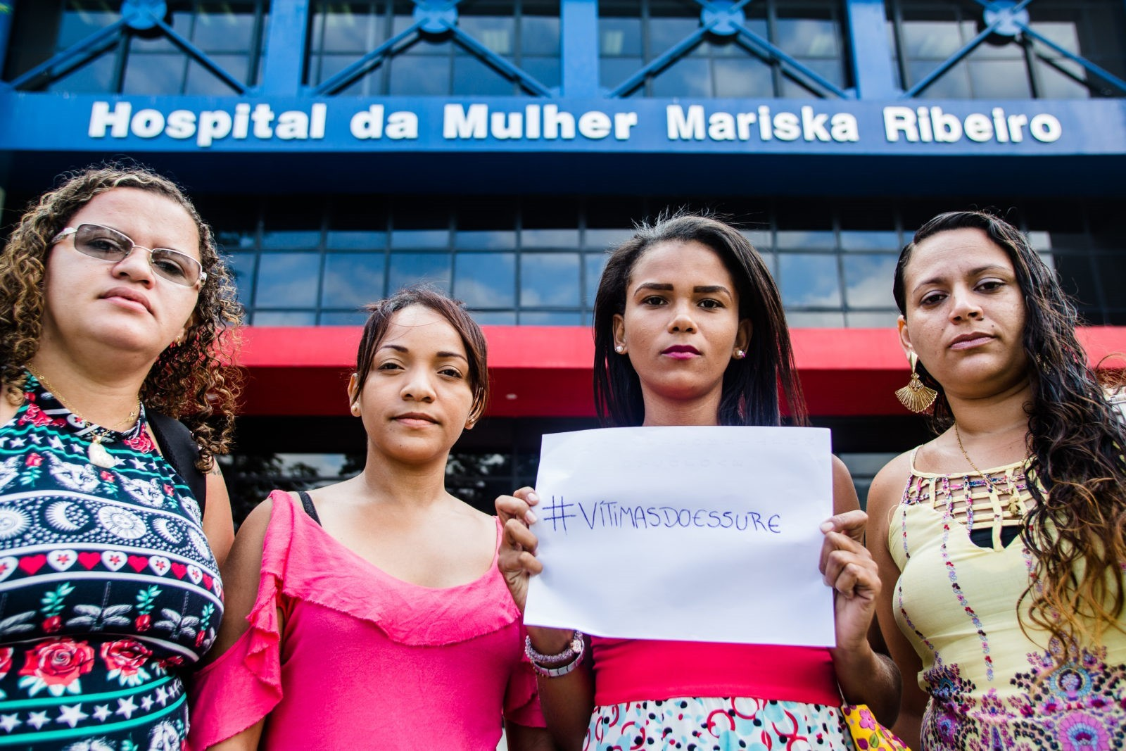 "Integrantes do grupo de WhatsApp ""Vítimas do Essure"" em frente ao Hospital Mariska Ribeiro (Foto: AF Rodrigues/Agência Pública)"