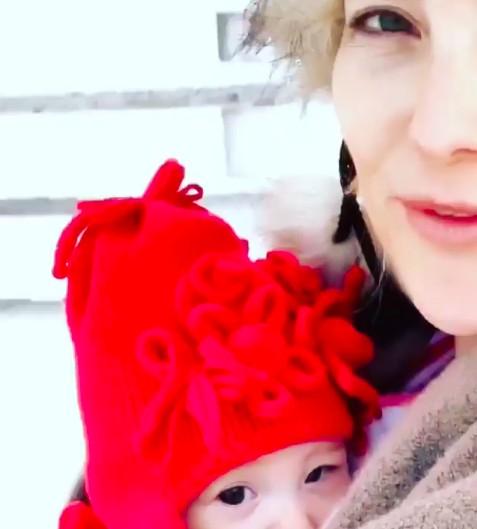 Rani, a filha de traços japoneses de Kate Hudson (Foto: Reprodução / Instagram)
