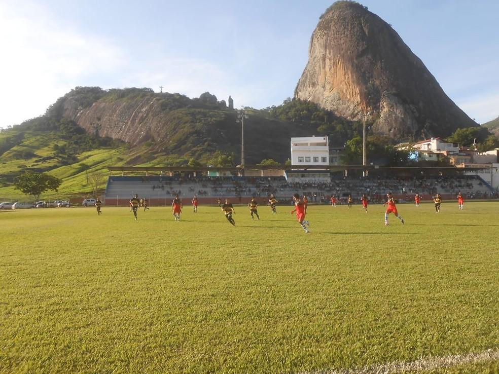Jogo-treino da equipe, durante passagem pela cidade de Itabirinha (Foto: Democrata/Divulgação)