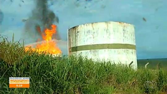 Tanque carregado de etanol pega fogo em usina de Serranópolis após ser atingido por raio, dizem bombeiros