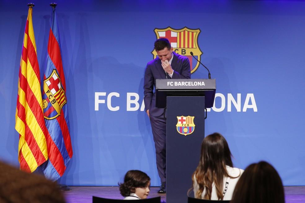 Messi, emocionado, se despede do Barcelona — Foto: REUTERS