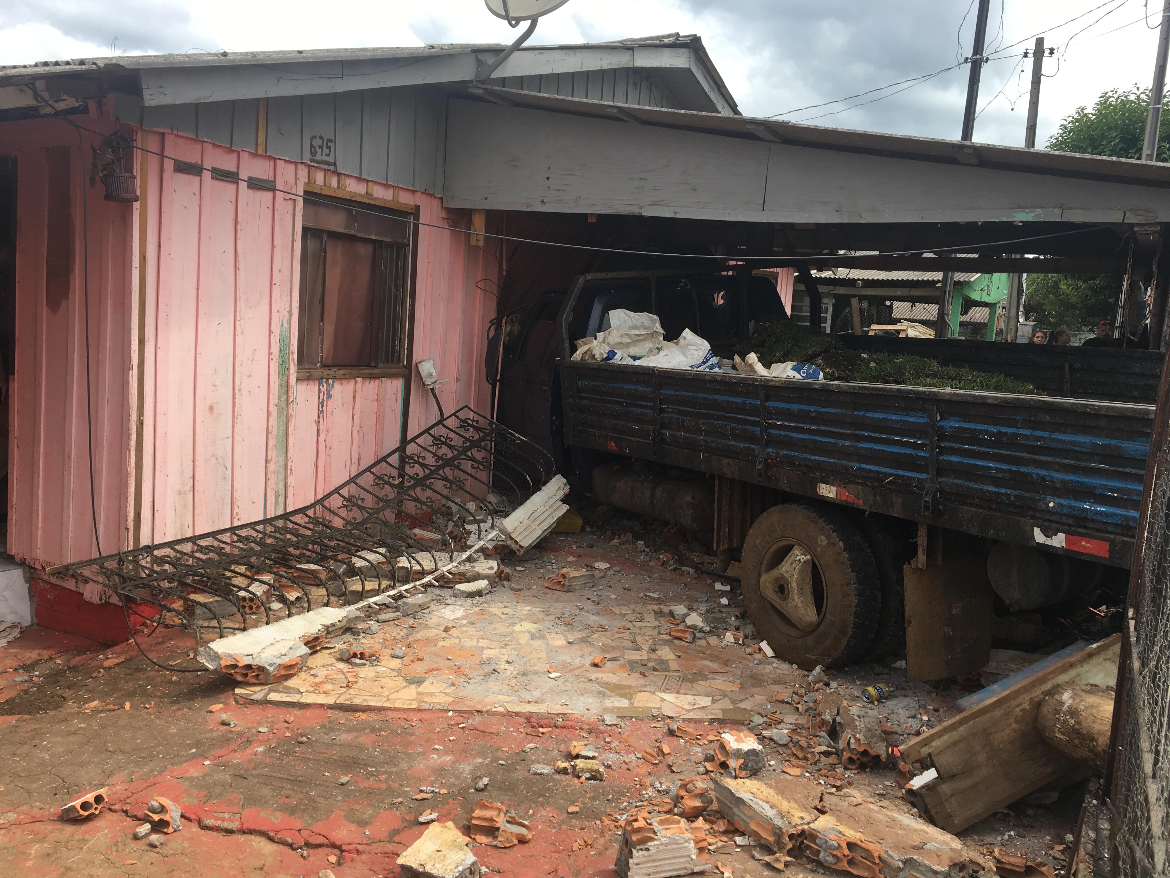 Motorista que matou criança e invadiu casa em Guarapuava não tem CNH, diz PM