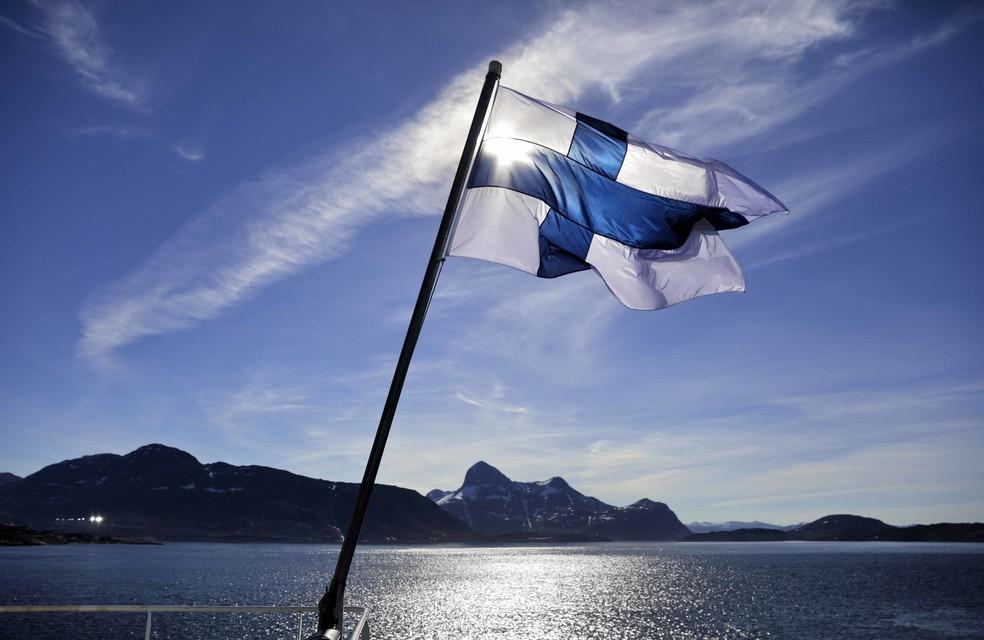 -  Bandeira da Finlândia. País nórdico ocupa primeiro lugar no ranking da felicidade  Foto: David Goldman/AP Photo