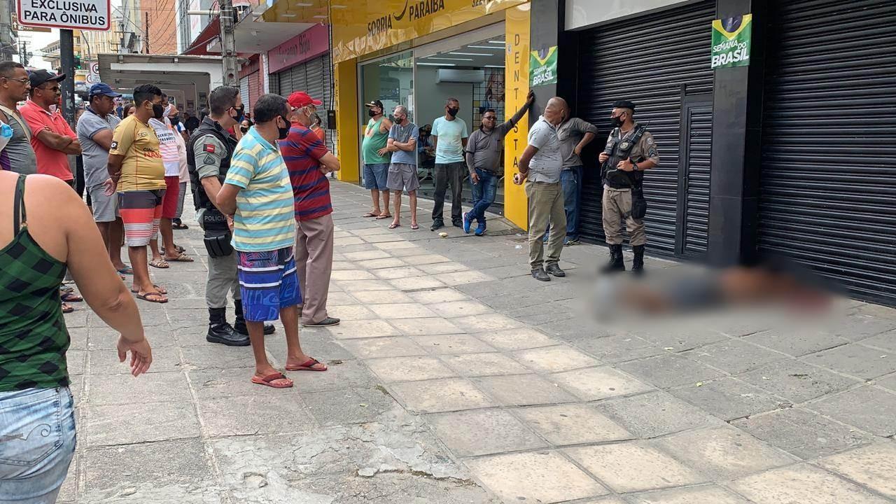 Suspeito de tentar assaltar ônibus é espancado por passageiros no Centro de João Pessoa