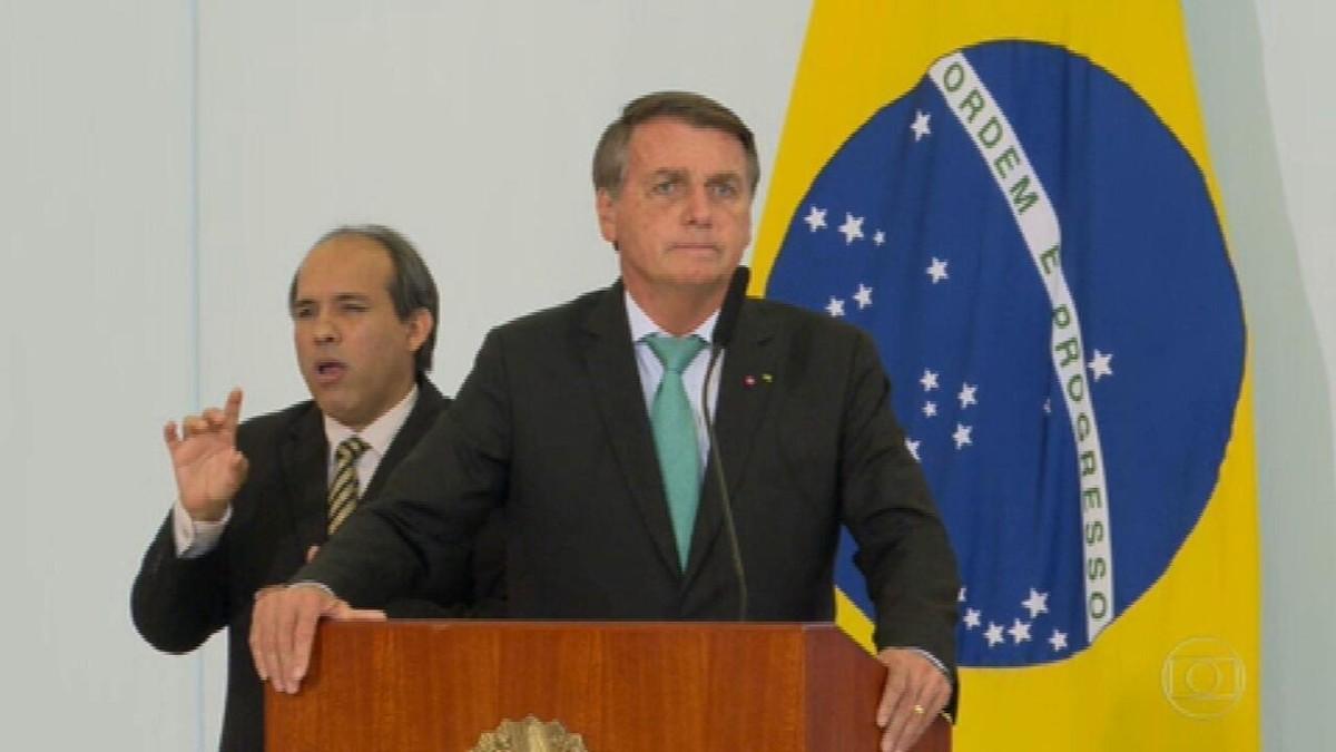 Bolsonaro diz que a pandemia é a principal responsável pelos problemas do Brasil