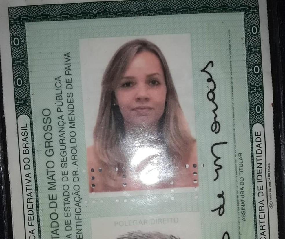 Mariana de Moraes, de 31 anos, dirigia um carro e foi arremessada ao capotar o veículo; ela morreu no local — Foto: Acesse Notícias