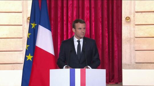 Emmanuel Macron toma posse no Palácio do Eliseu na França