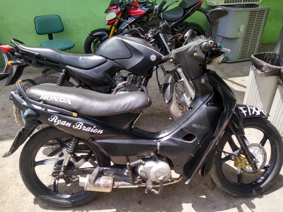 Duas motocicletas apreendidas — Foto: Divulgação/Polícia Militar