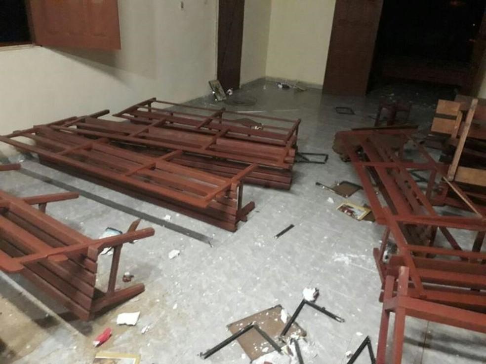 Igrejas de Acopiaram foram vandalizadas após homem surtar (Foto: Arquivo pessoal)