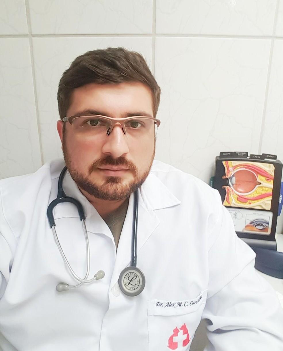 Dr. Alex Moreira da Cunha Carvalho é especialista na área de oftalmologia veterinária (Foto: Arquivo pessoal)