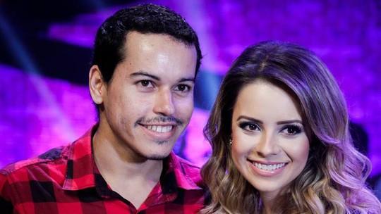 Cantora Sandy recebe fã do 'Digaí' em passagem de som exclusiva