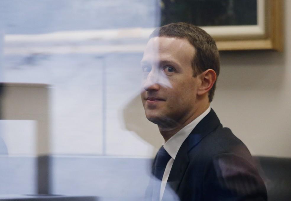 Mark Zuckerberg, CEO do Facebook, durante visita a parlamentares na véspera de audiências no Senado e na Câmara dos EUA. (Foto: Leah Millis/Reuters)