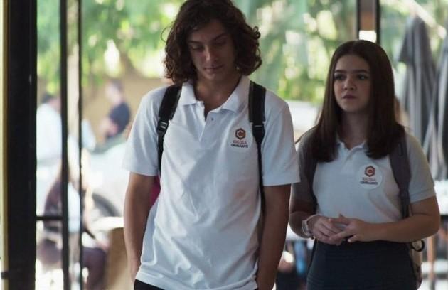 Merlin (Cadu Libonatt) e Cássia (Mel Maia) vão morar nos Estados Unidos e a menina estudará em Harvard (Foto: Reprodução)