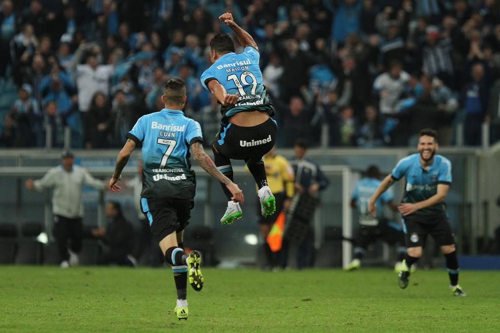 Maicon comemora o gol contra o Palmeiras — Foto: Estadão Conteúdo