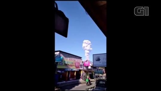 Vulcão indonésio Merapi expulsa coluna de cinza até 5.500 metros de altura
