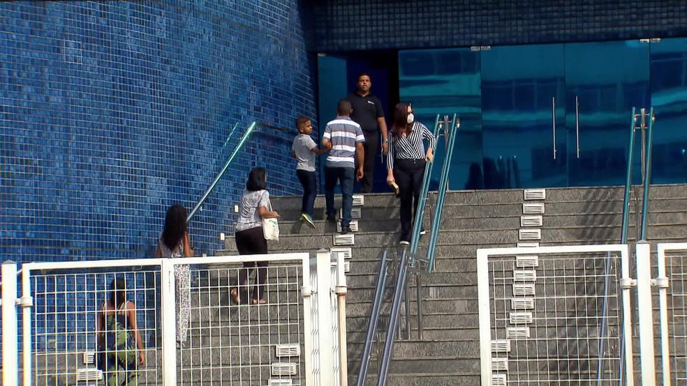 Igreja funcionou normalmente no domingo (22) no bairro de Santo Amaro, no Recife — Foto: Reprodução/TV Globo
