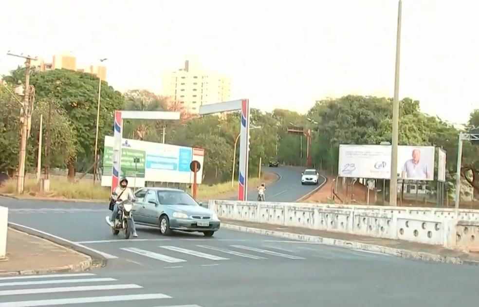 Alça de acesso será interditada em avenida de Rio Preto (Foto: Reprodução/TV TEM)