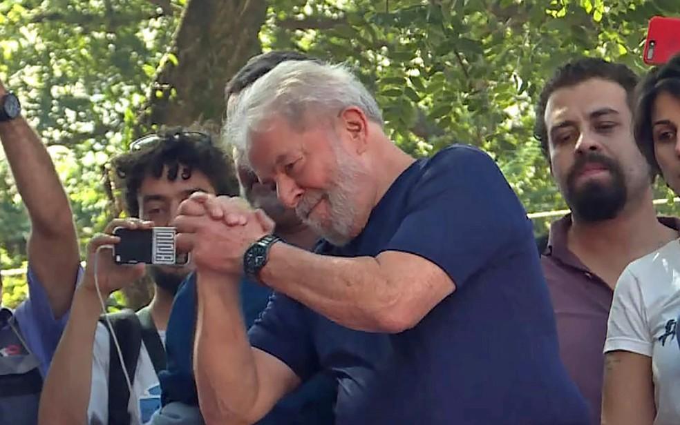 Lula fala pela primeira vez após ordem de prisão (Foto: Carlos Reyes / AFP)