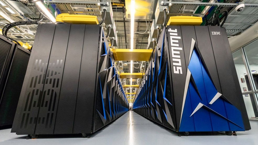 Summit é o atual supercomputador mais rápido do mundo, instalado nos Estados Unidos (Foto: Divulgação/Oak Ridge National Laboratory)