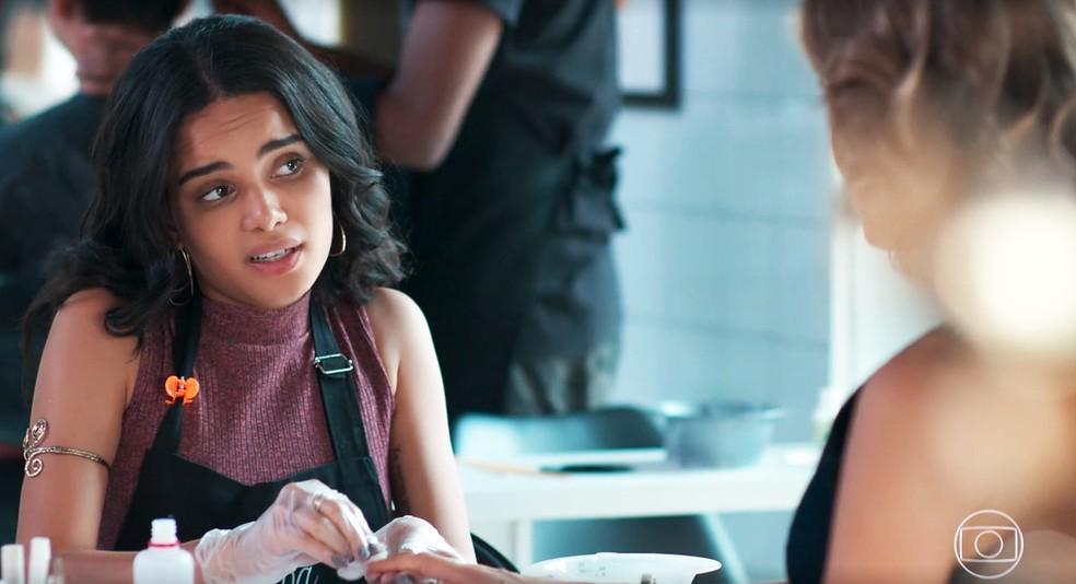 K2 (Carol Macedo) fala demais sobre o Cora Coralina em 'Malhação - Viva a Diferença' — Foto: Globo