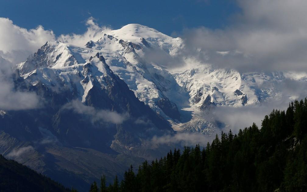 O Mont Blanc visto de Emosson, na Suíça, em foto de 9 de agosto (Foto: Reuters/Denis Balibouse)