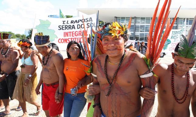 Protesto diante do STF durante julgamento sobre a reserva Raposa Serra do Sol, em 2008