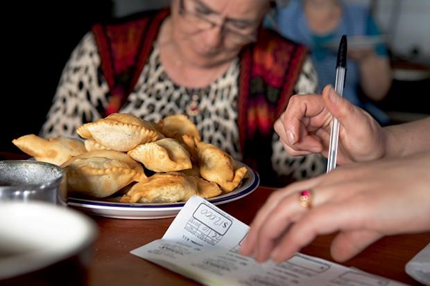 Lifestyle viagem Chile - As concorridas empanadas chilenas (Foto: Carol Gherardi )