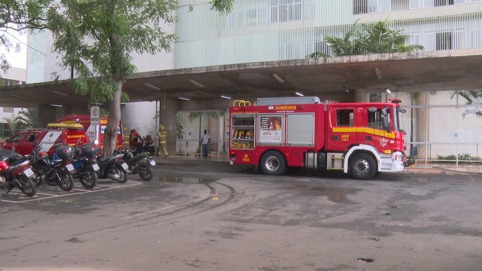 CBMDF é chamado para combater vazamento de gás no Hospital de Base, nesta quarta-feira (13) — Foto: TV Globo/Reprodução