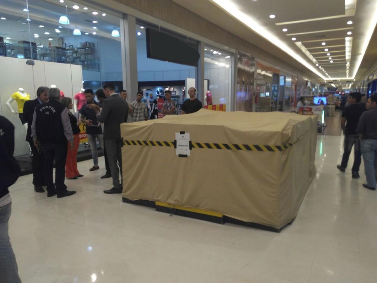 Loja e quiosque de shopping são fechados por venda de produto clandestino em MS