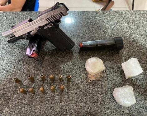 Suspeito de tráfico de drogas e posse de arma de fogo de uso exclusivo da Polícia Cívil é preso em flagrante - Notícias - Plantão Diário
