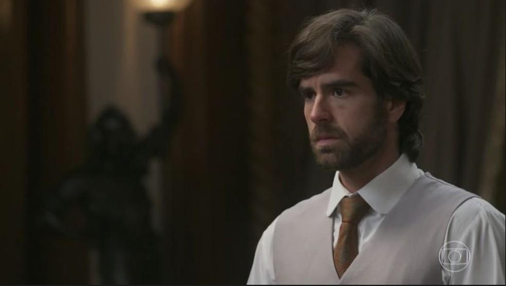 Rômulo fica revoltado com o que descobre sobre o pai e decide ir embora (Foto: TV Globo)