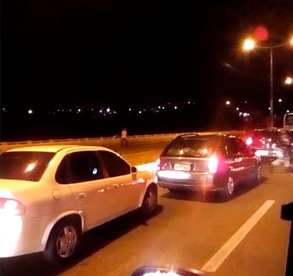Troca de tiros deixou trânsito congestionado em Natal (Foto: Cedido)