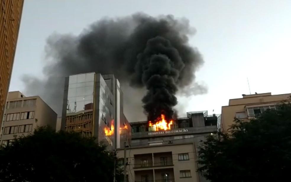 Fogo atinge o Hospital do Coração em São Paulo — Foto: Diego Ramalho/Arquivo pessoal