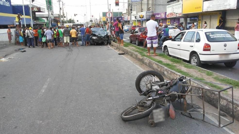 Acidente aconteceu em um cruzamento do bairro de Cruz das Armas, em João Pessoa — Foto: Antônio Vieira/TV Cabo Branco