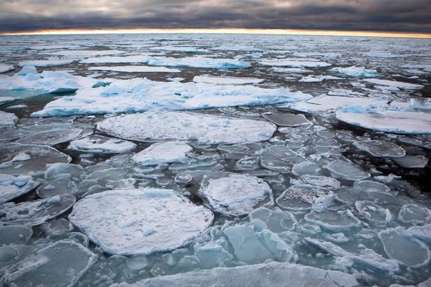 Degelo do Ártico já atingiu até as regiões mais frias. (Foto: Nick Cobbing/Greenpeace)
